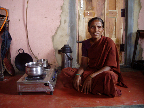 India biogas project - cooking with stove